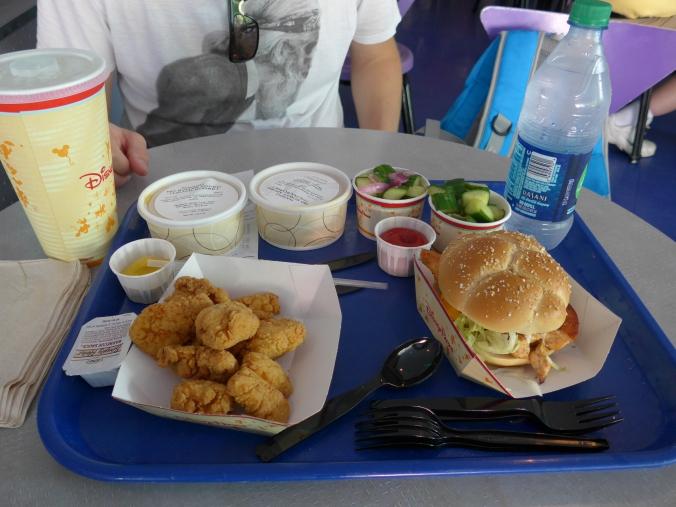 plateau-repas au Cosmic Ray's Starlight Cafe