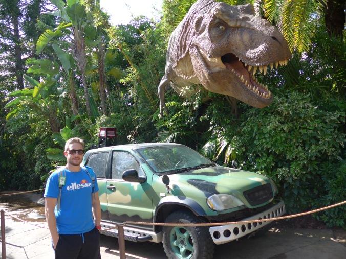 Antho, le T-Rex et une voiture